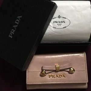 Prada leather 5 key wallet cles with box